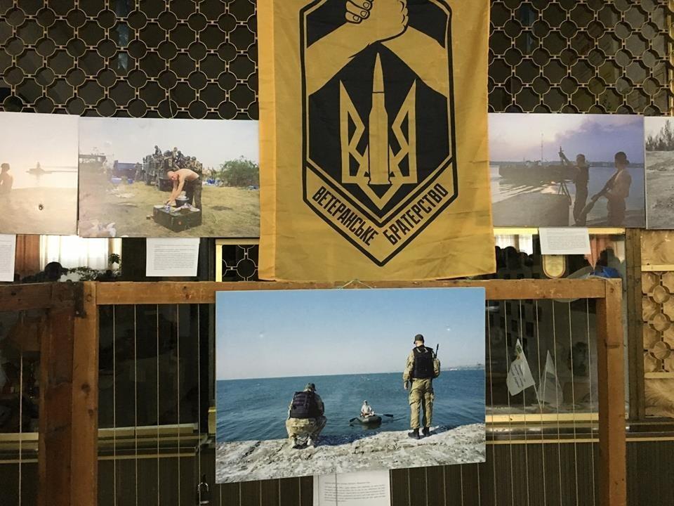 В рамках проекту «Вiйна поруч» у Новограді-Волинському вiдбулось вiдкриття фотовиставки «Лінія фронту», фото-2