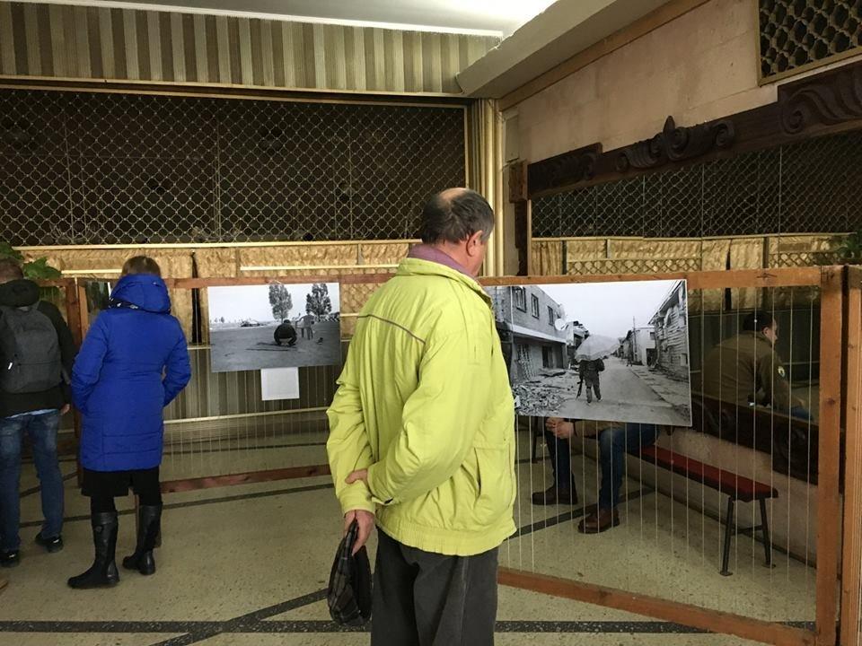 В рамках проекту «Вiйна поруч» у Новограді-Волинському вiдбулось вiдкриття фотовиставки «Лінія фронту», фото-4