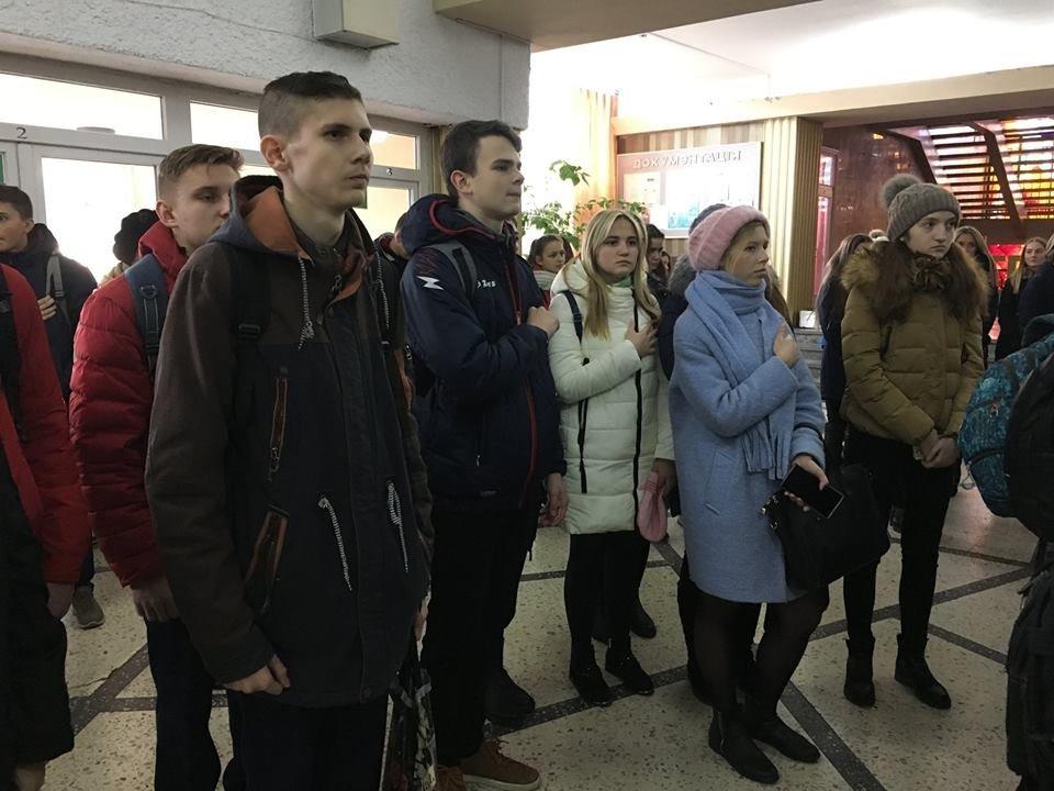 В рамках проекту «Вiйна поруч» у Новограді-Волинському вiдбулось вiдкриття фотовиставки «Лінія фронту», фото-5