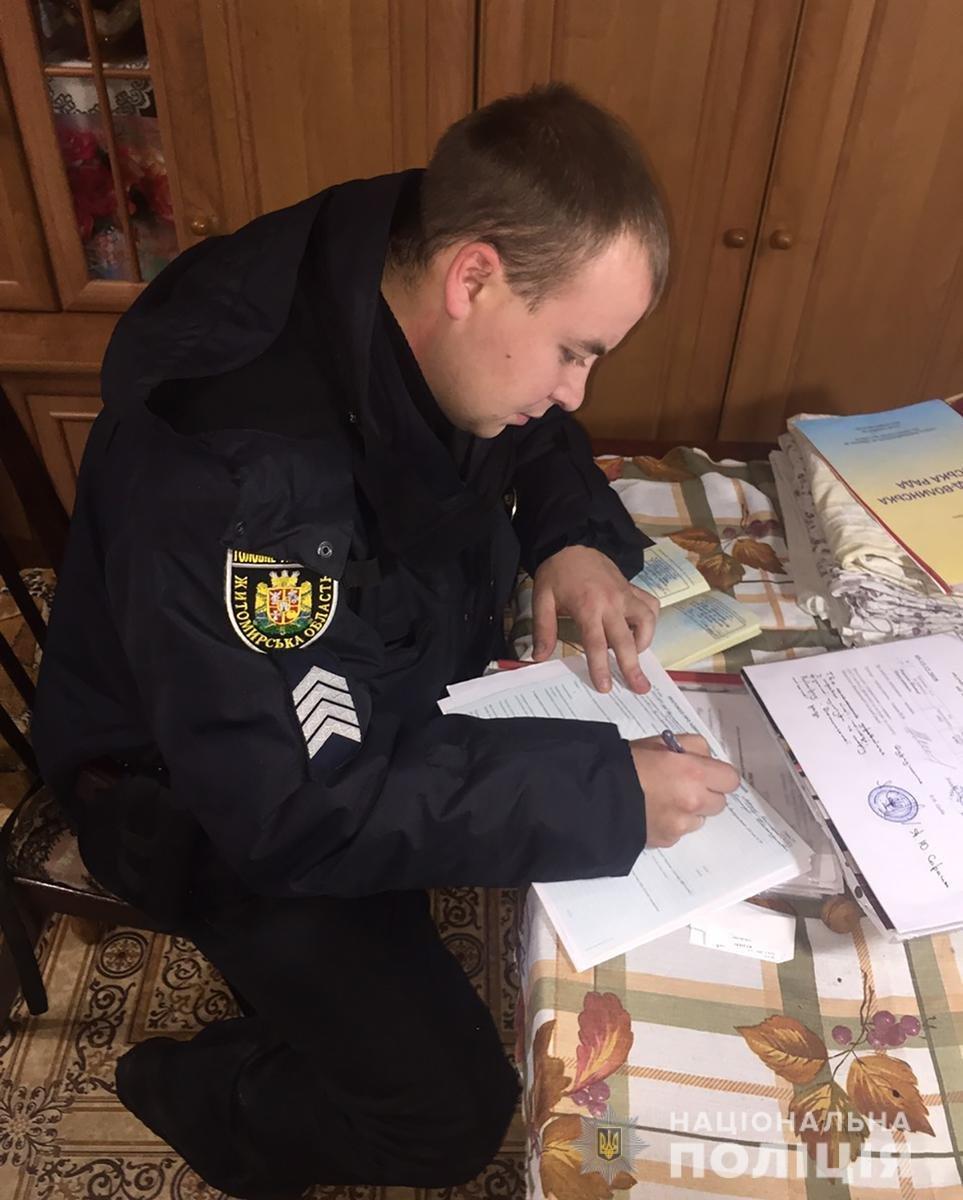 Не давав їсти та погрожував: На Новоград-Волинщині пенсіонер знущався із дружини та 42-річного сина з інвалідністю, фото-1