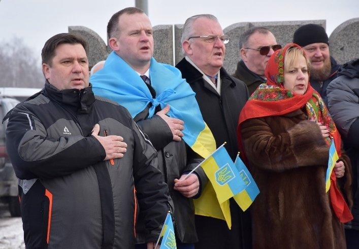 У День Соборності жителі Житомирщини та Рівненщини об'єднались та розгорнули 200-метровий прапор, фото-2