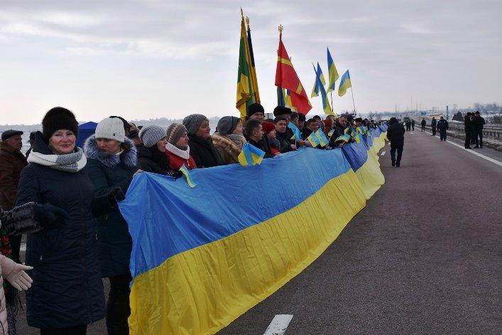 У День Соборності жителі Житомирщини та Рівненщини об'єднались та розгорнули 200-метровий прапор, фото-4