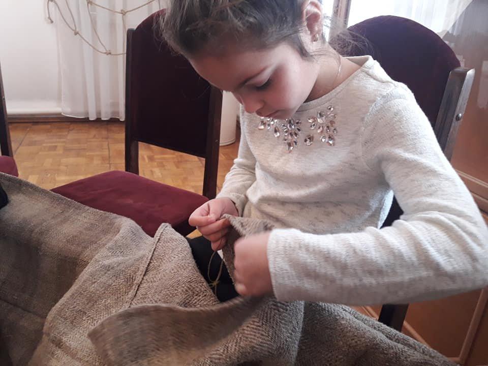 У Новограді-Волинському вишивають рушник за узорами Олени Пчілки, фото-4