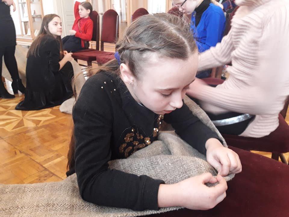 У Новограді-Волинському вишивають рушник за узорами Олени Пчілки, фото-6