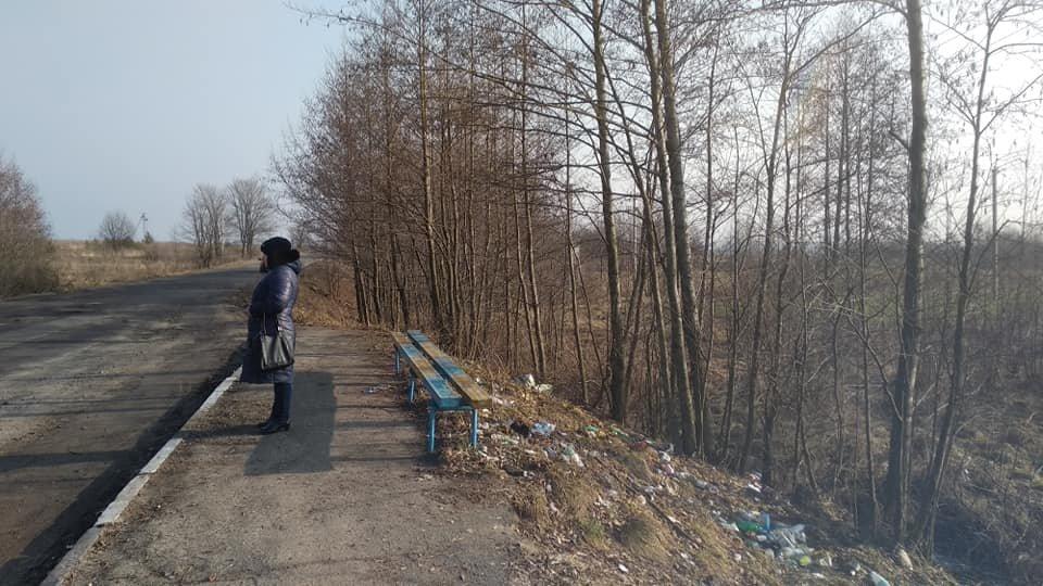 На зупинці добряче насвинячили на автобусній зупинці (ФОТО), фото-1