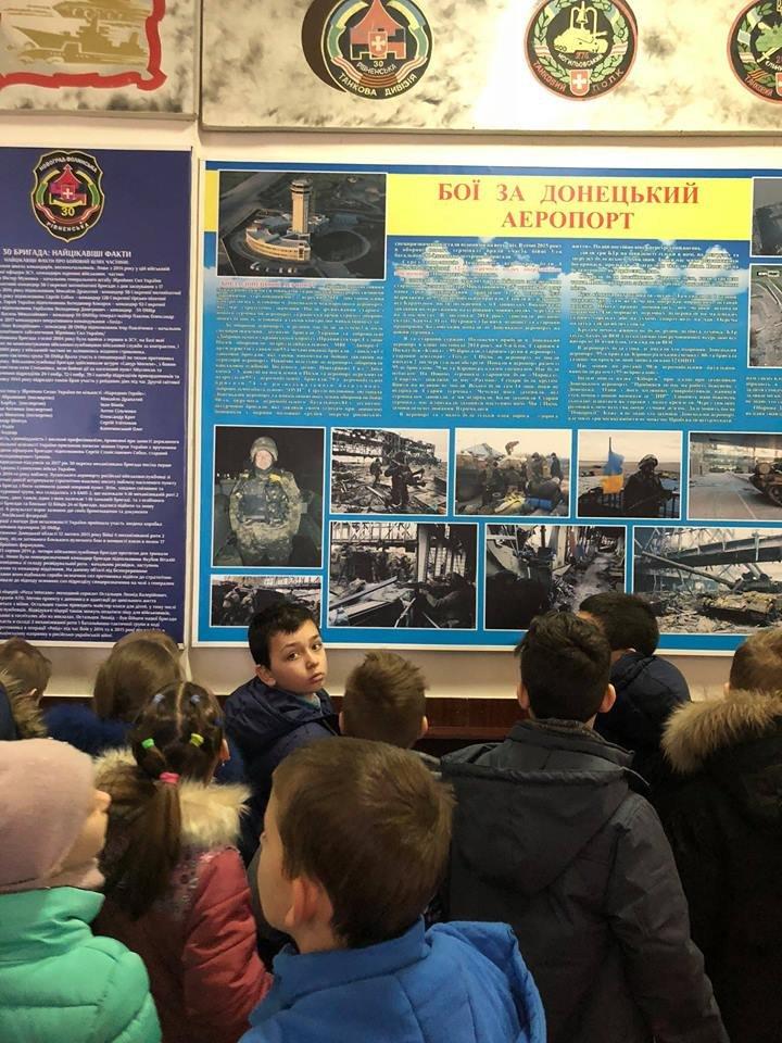 Що оновилося будинку в офіцерів у Новограді-Волинському і з чим знайомили школярів? (ФОТО), фото-1