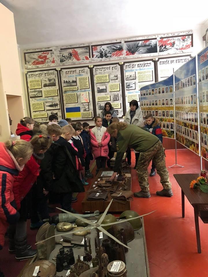Що оновилося будинку в офіцерів у Новограді-Волинському і з чим знайомили школярів? (ФОТО), фото-3