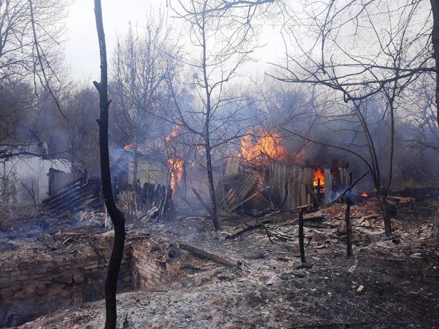 На Новоград-Волинщині через випалювання сухої трави загорівся сінник, фото-1