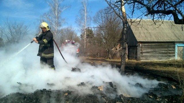 На Новоград-Волинщині через випалювання сухої трави загорівся сінник, фото-2