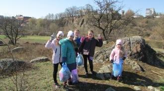 Учні Новоград-Волинського ліцею прибирали берег Случі, фото-4