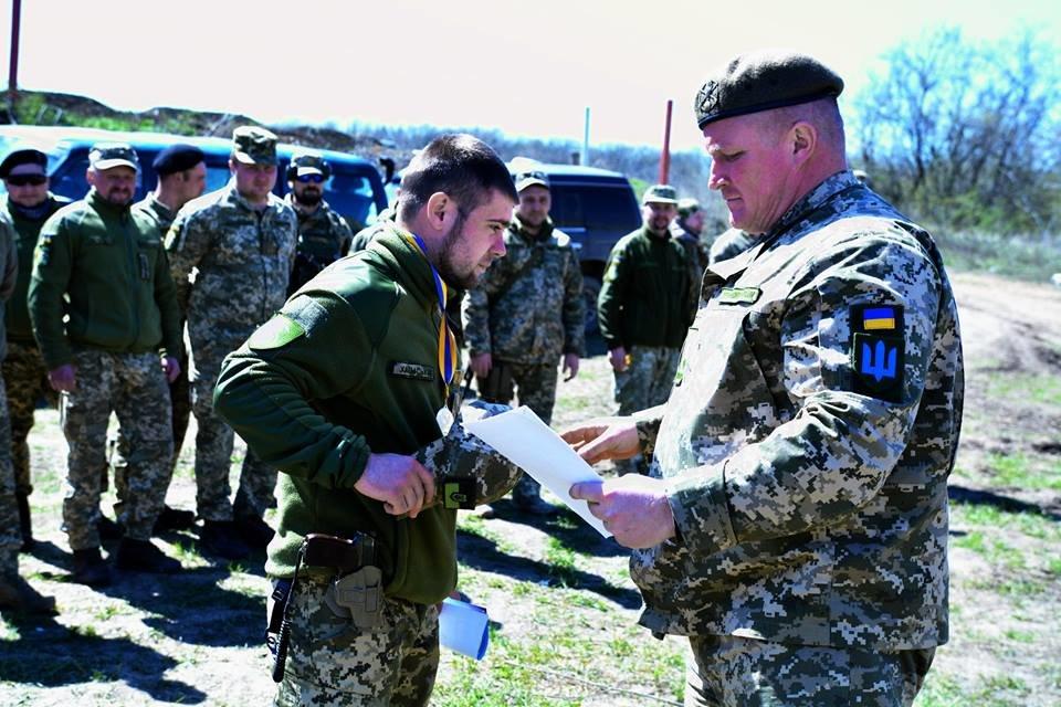 На базі 30-ї ОМБр ім. князя Костянтина Острозького пройшли змагання зі швидкісної стрільби, фото-3
