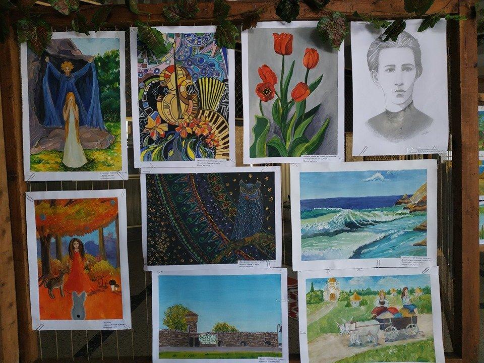 У міському Палаці культури імені Лесі Українки проходить виставка конкурсних малюнків «Палітра Лесиного краю», фото-1
