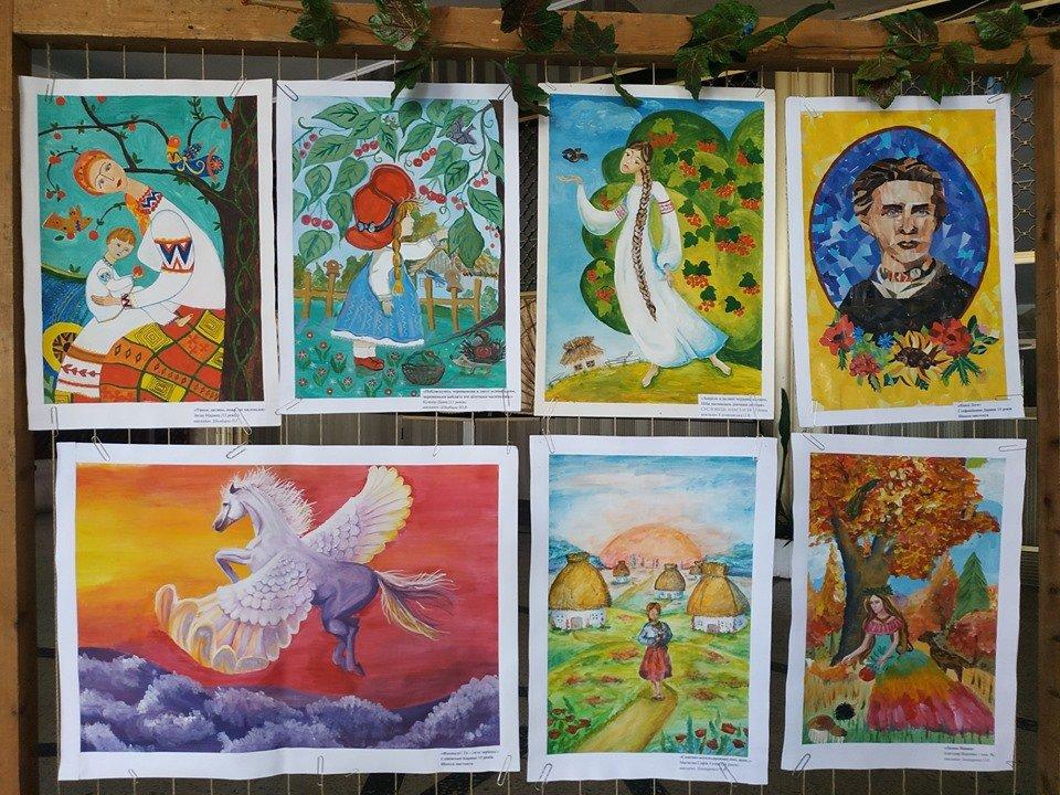 У міському Палаці культури імені Лесі Українки проходить виставка конкурсних малюнків «Палітра Лесиного краю», фото-4