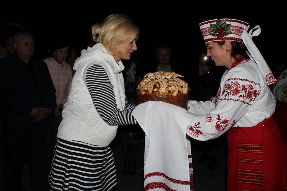 Новоград-волинці з короваєм зустріли білоруську делегацію, яка їде на форум регіонів, фото-1