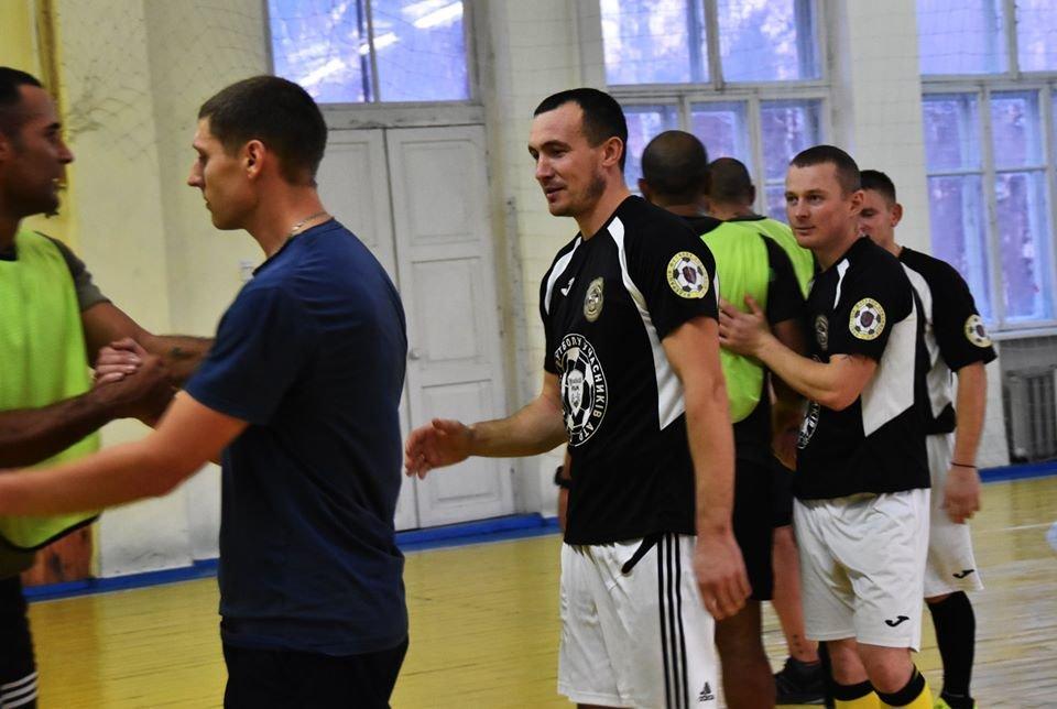 У Новограді-Волинському британські інструктори зіграли у футбол з бійцями 30-тої окремої механізованої бригади, фото-1