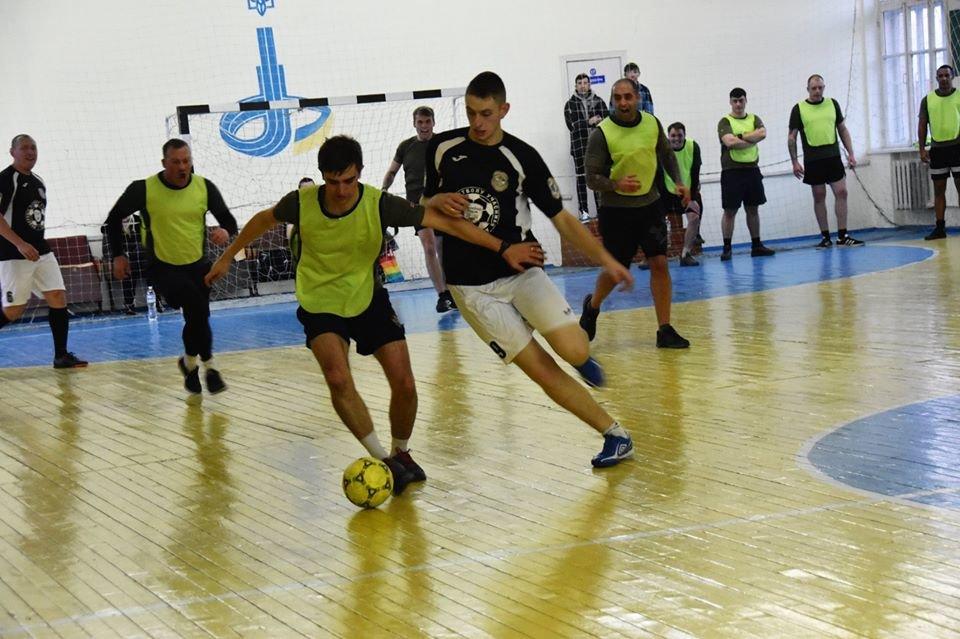 У Новограді-Волинському британські інструктори зіграли у футбол з бійцями 30-тої окремої механізованої бригади, фото-2