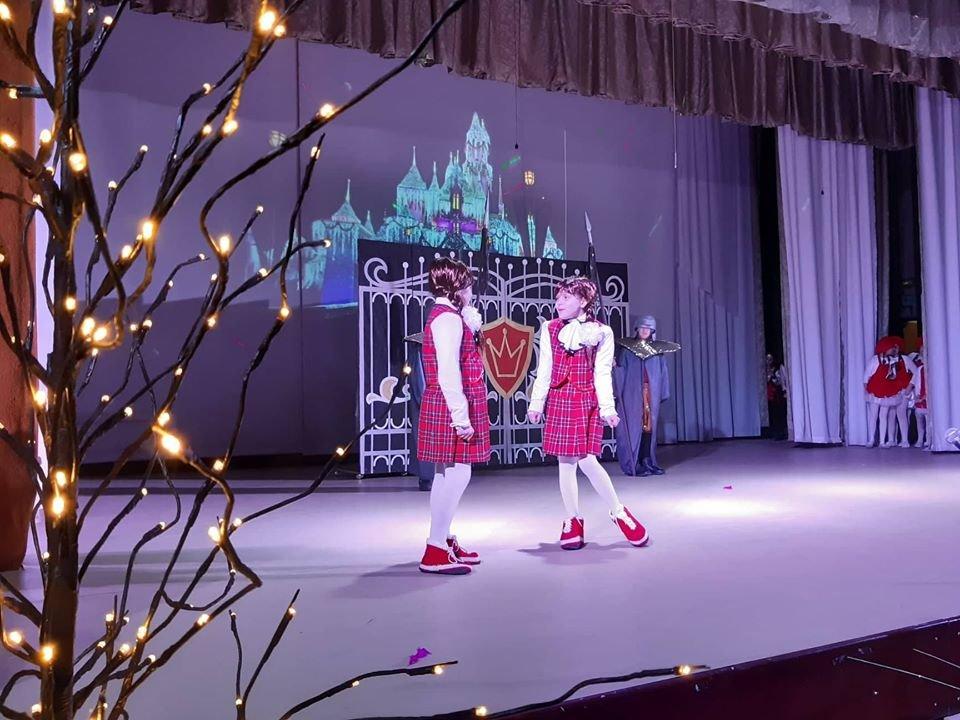 У Новограді-Волинському відбулася новорічна вистава «Королівство кривих дзеркал», фото-1