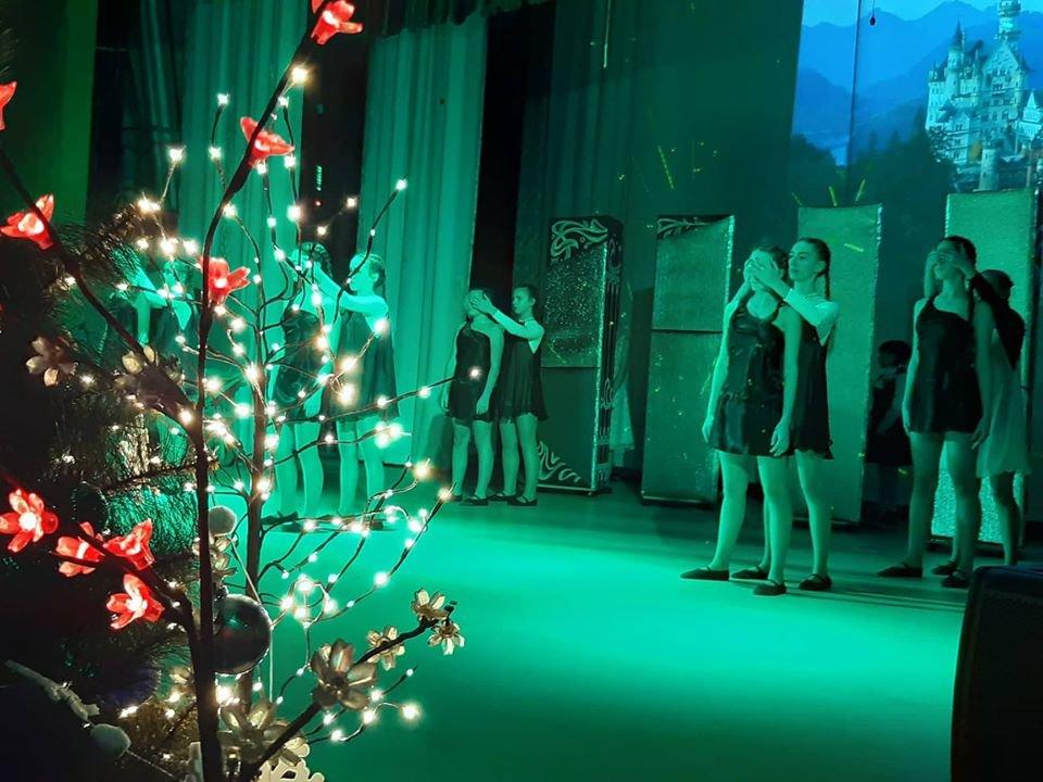 У Новограді-Волинському відбулася новорічна вистава «Королівство кривих дзеркал», фото-6