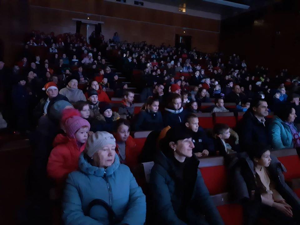 У Новограді-Волинському відбулася новорічна вистава «Королівство кривих дзеркал», фото-7