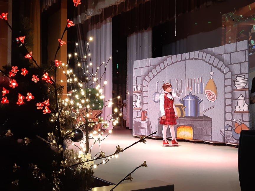 У Новограді-Волинському відбулася новорічна вистава «Королівство кривих дзеркал», фото-2