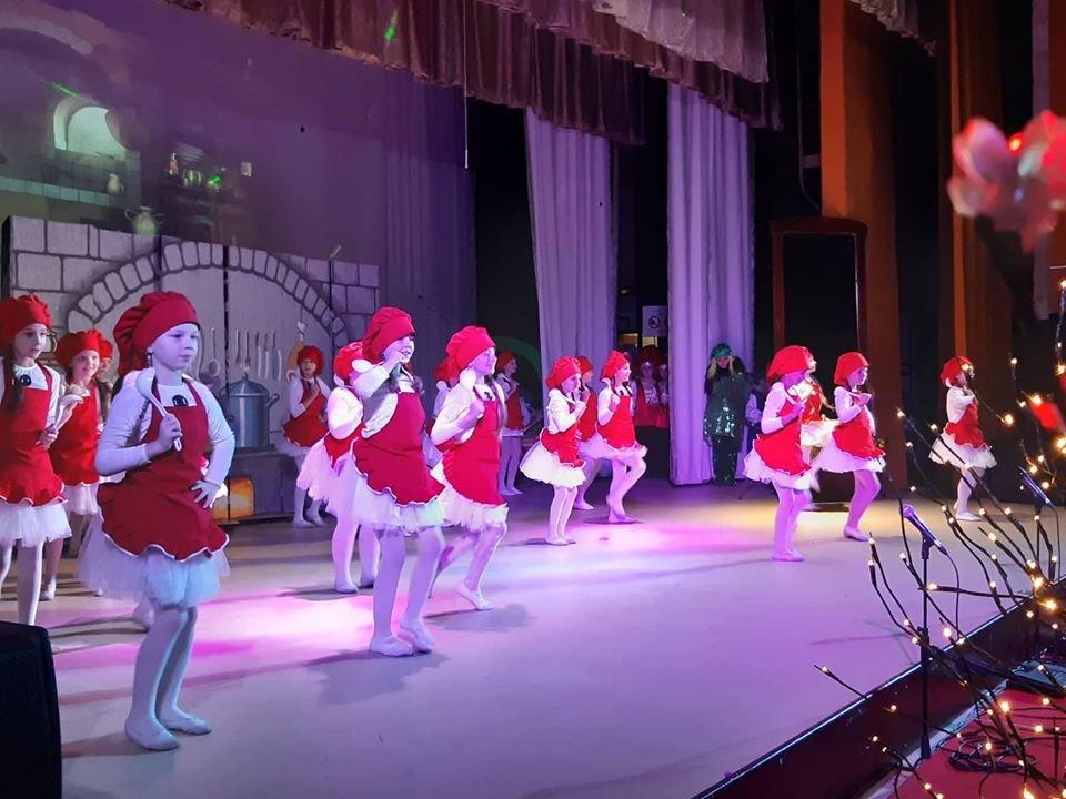У Новограді-Волинському відбулася новорічна вистава «Королівство кривих дзеркал», фото-3