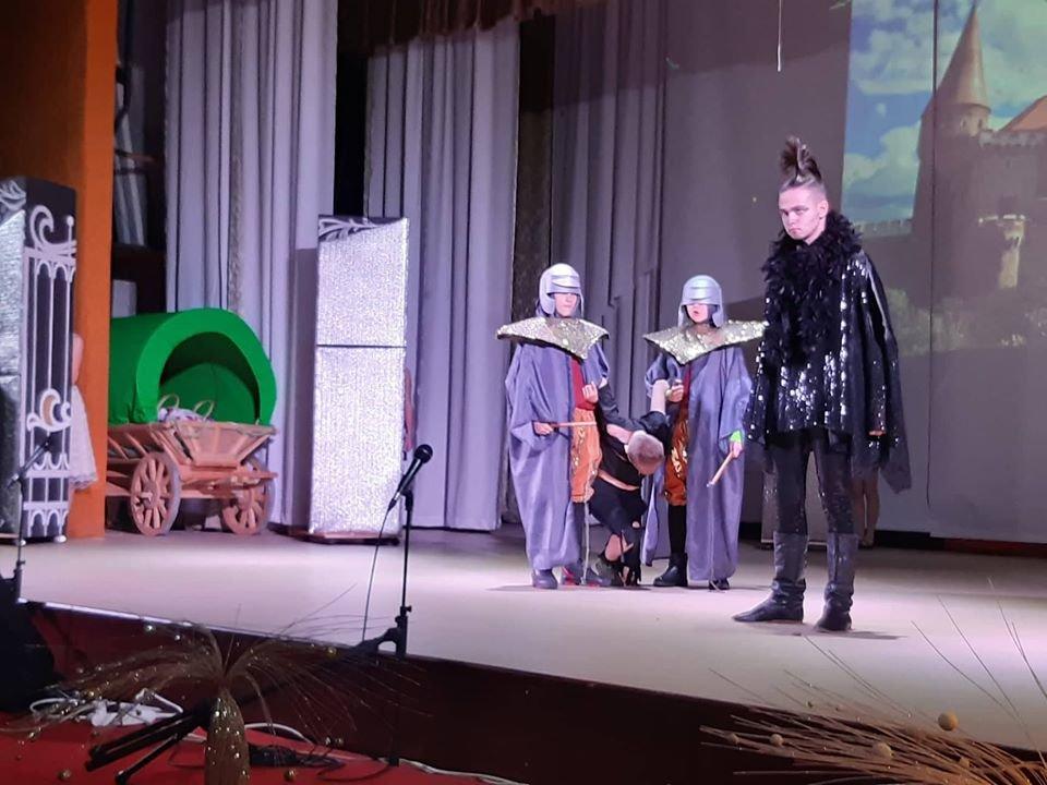 У Новограді-Волинському відбулася новорічна вистава «Королівство кривих дзеркал», фото-4