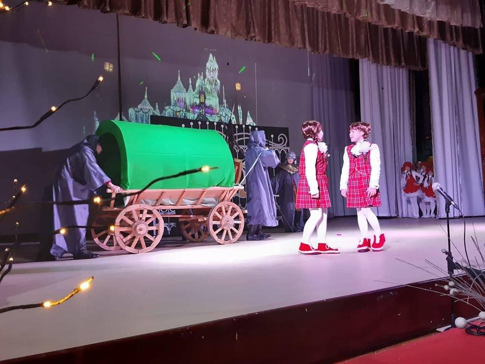 У Новограді-Волинському відбулася новорічна вистава «Королівство кривих дзеркал», фото-5