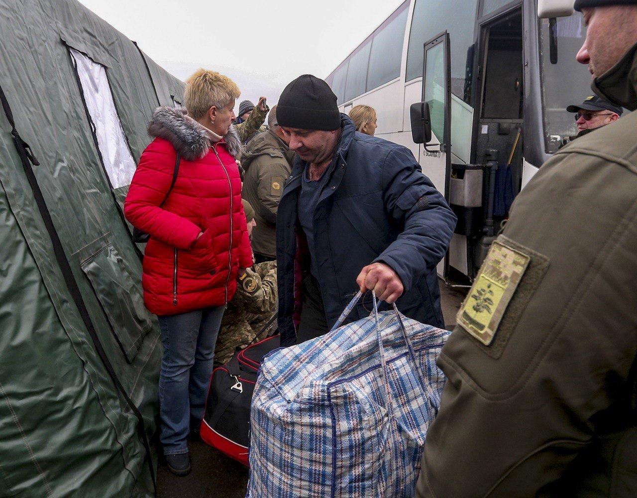 Обмін завершився: Київ заявив про звільнення з полону 76 українців, фото-2