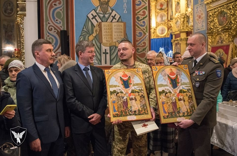 Командир 30-тої бригади отримав копію ікони «Покрови воїнської»., фото-2