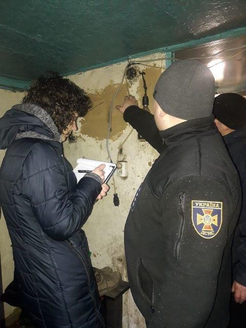 Новоград-Волинські рятувальники допомогли незахищеним верствам населення убезпечити своє житло, фото-4