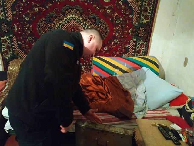 Новоград-Волинські рятувальники допомогли незахищеним верствам населення убезпечити своє житло, фото-5