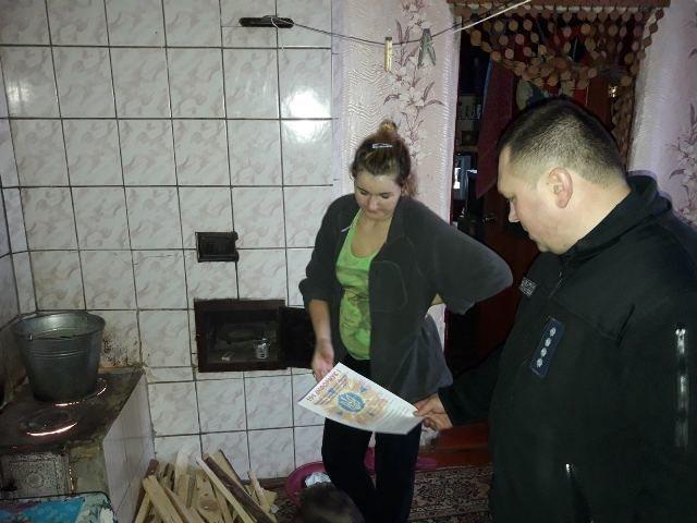 Новоград-Волинські рятувальники допомогли незахищеним верствам населення убезпечити своє житло, фото-2