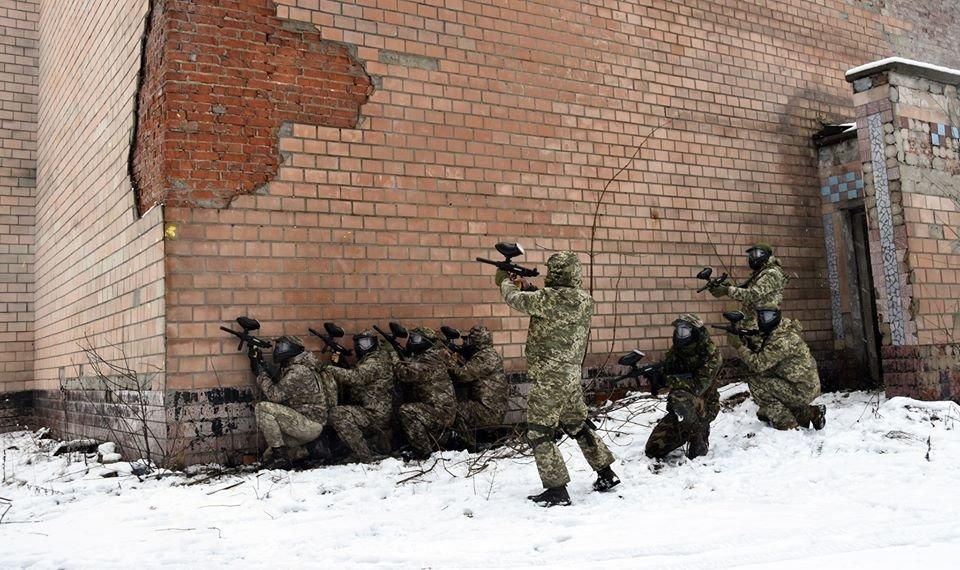 Військовослужбовці 30 ОМБр відпрацьовували питання по роботі в населеному пункті та зачистки будівлі, фото-1