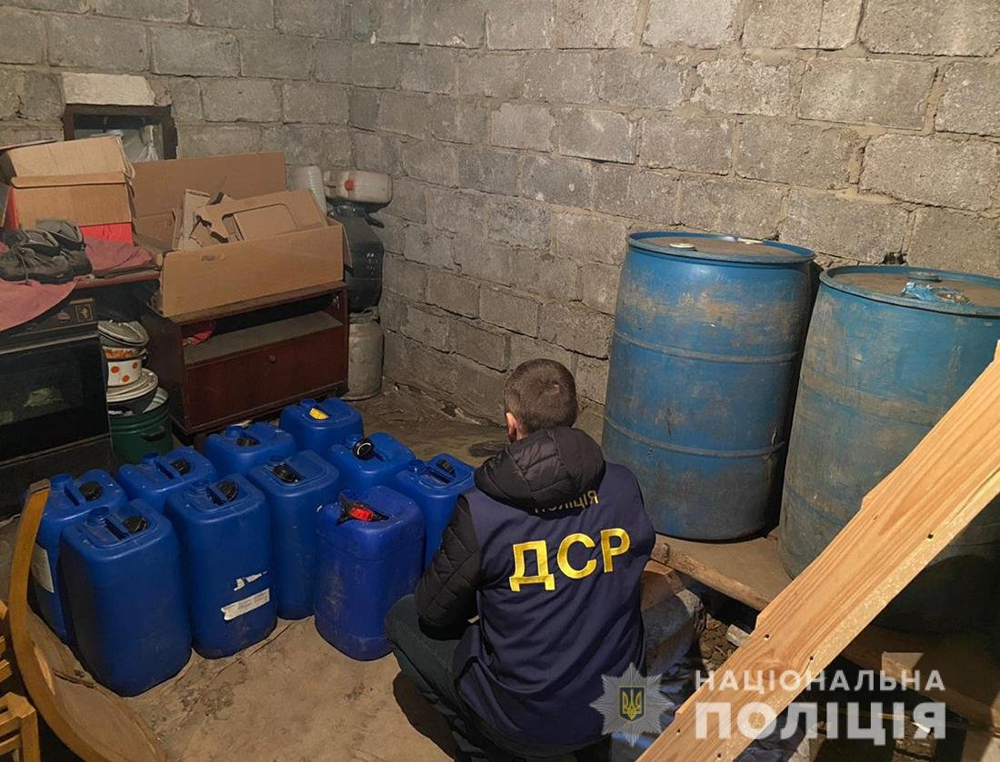 На Житомирщині виявлено та нейтралізовано підпільний цех по виробництву фальсифікованих алкогольних виробів, фото-1