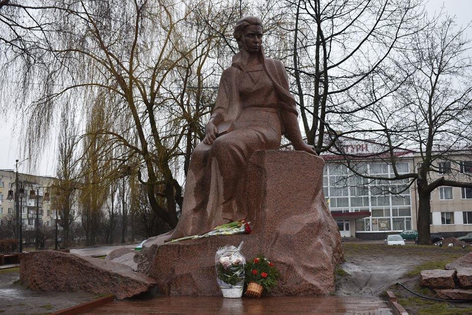У Новограді-Волинському вшанували геніальну землячку - Лесю Українку, фото-1