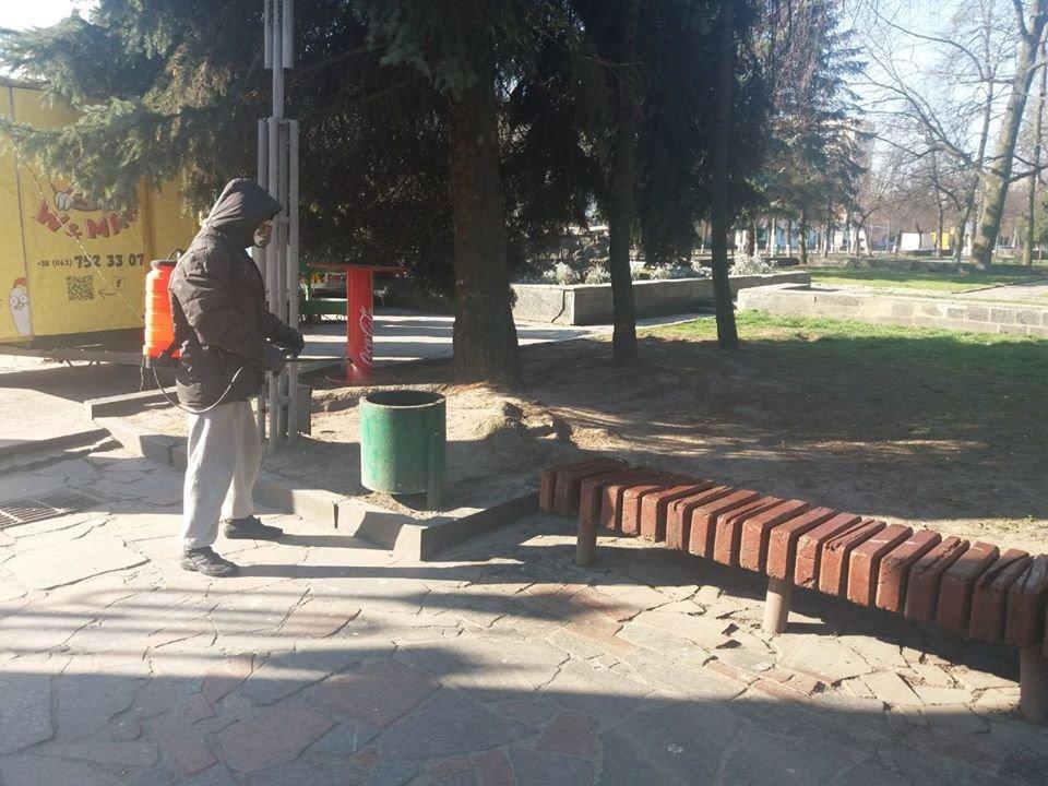 У Новограді-Волинському дезінфікують місця загального користування, фото-1