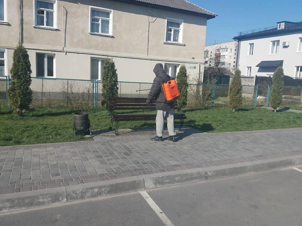 У Новограді-Волинському дезінфікують місця загального користування, фото-2