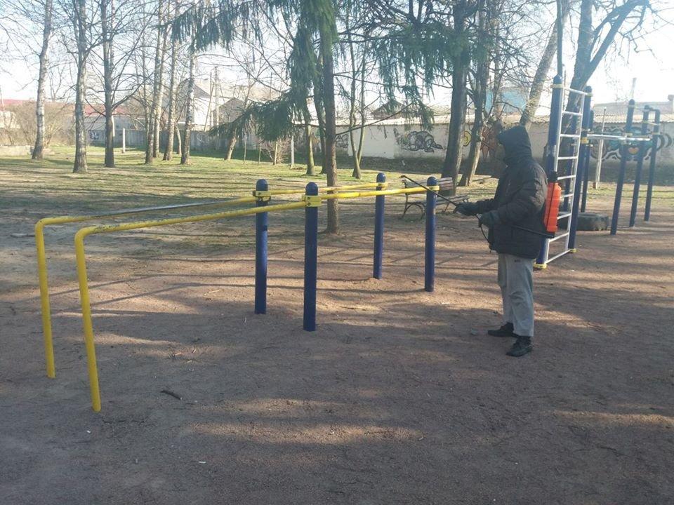 У Новограді-Волинському дезінфікують місця загального користування, фото-3