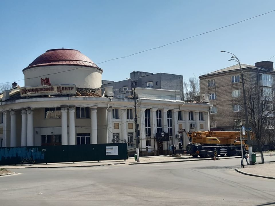 У Новограді-Волинському тривають роботи з реставрації міського Молодіжного центру, фото-3