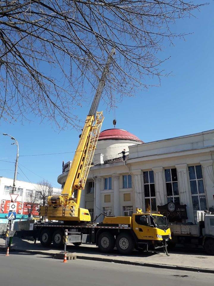 У Новограді-Волинському тривають роботи з реставрації міського Молодіжного центру, фото-1