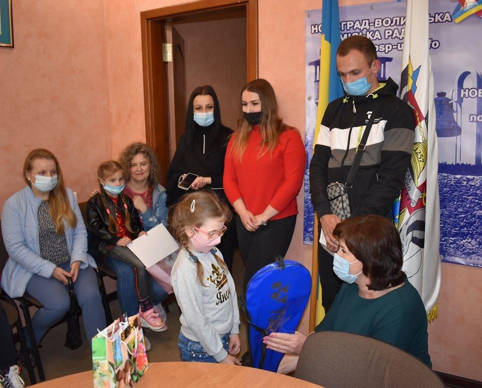 У Новограді-Волинському нагороджено переможців онлайн конкурсів «BestKids2020» та «Мій улюблений вид спорту у Новограді», фото-1