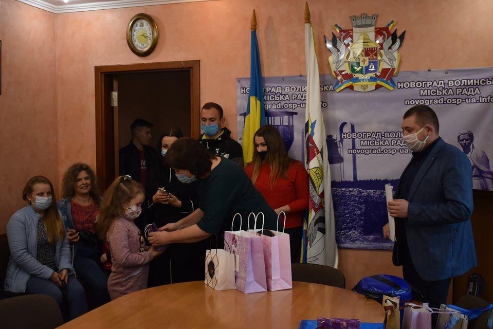 У Новограді-Волинському нагороджено переможців онлайн конкурсів «BestKids2020» та «Мій улюблений вид спорту у Новограді», фото-5
