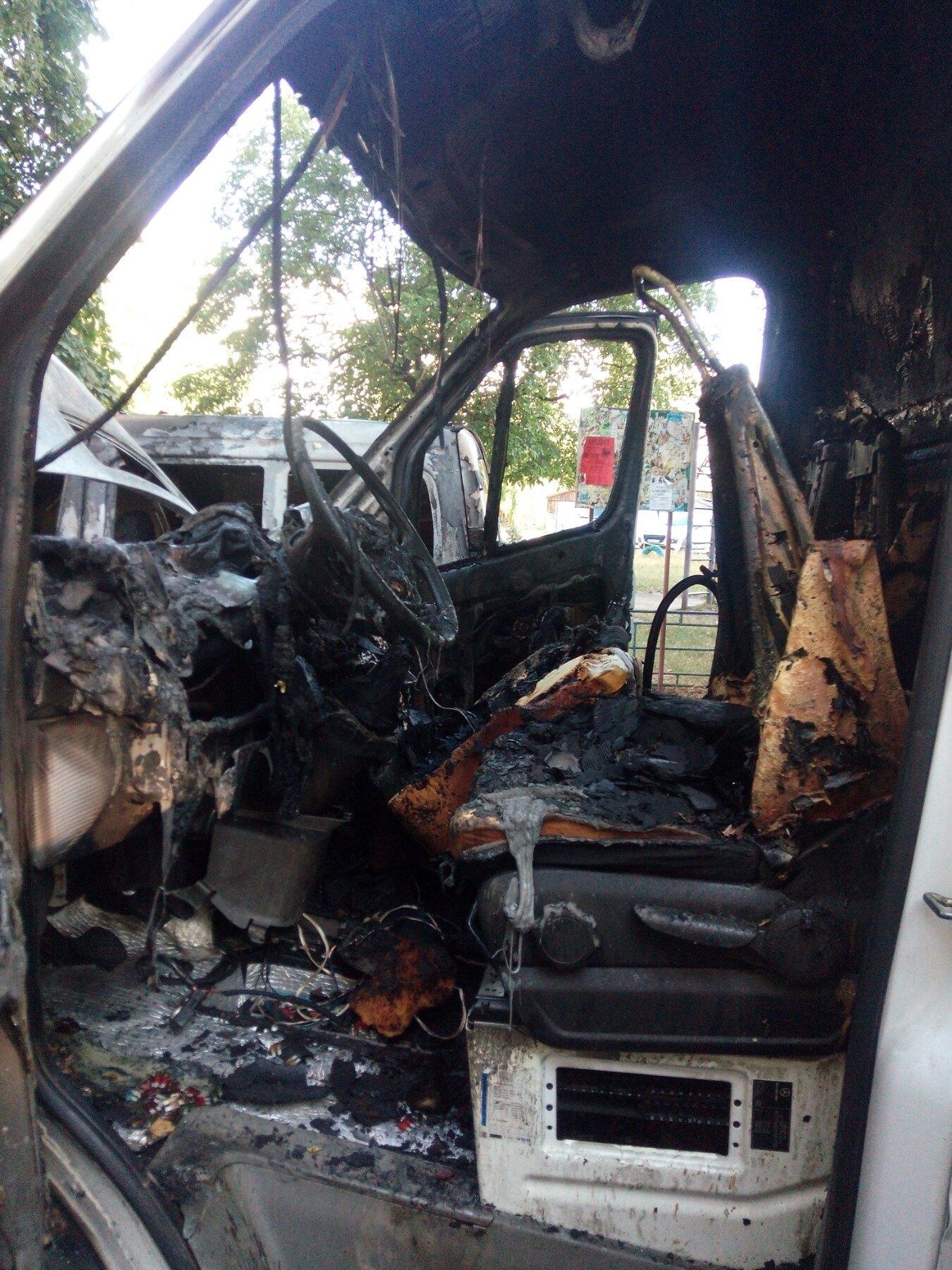 Два автомобіля згоріли у Новограді-Волинському (ФОТО), фото-1
