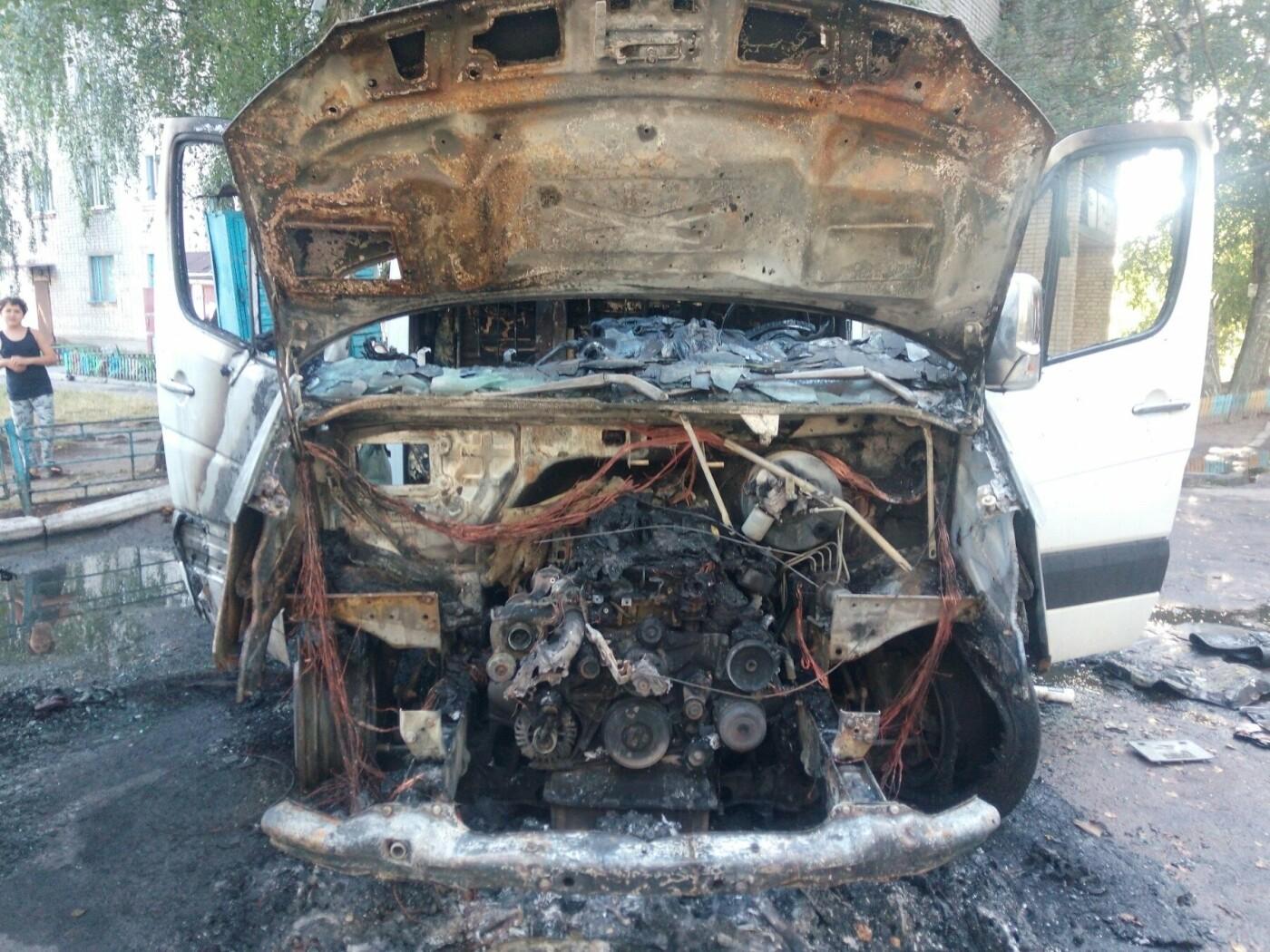Два автомобіля згоріли у Новограді-Волинському (ФОТО), фото-2