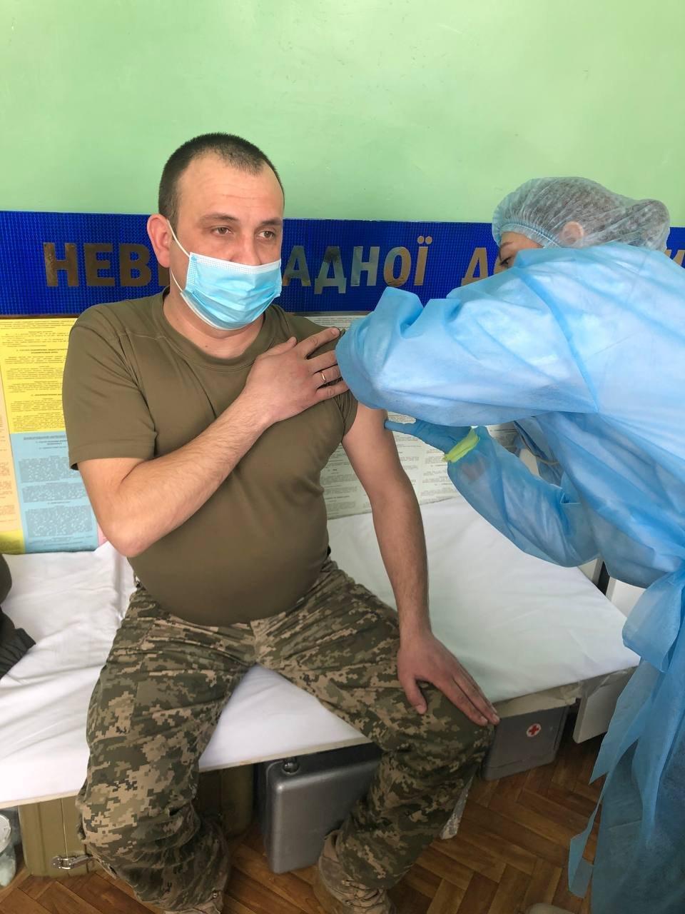 У Новограді розпочалася вакцинація військовослужбовців від Covid-19., фото-2
