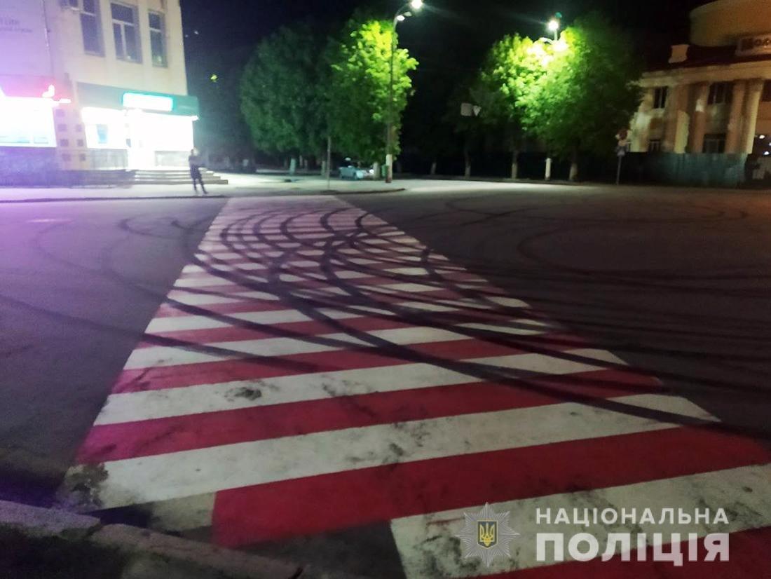 За нічний «дрифт» у Новограді-Волинському водію «BMW» загрожує кримінальна відповідальність, фото-1