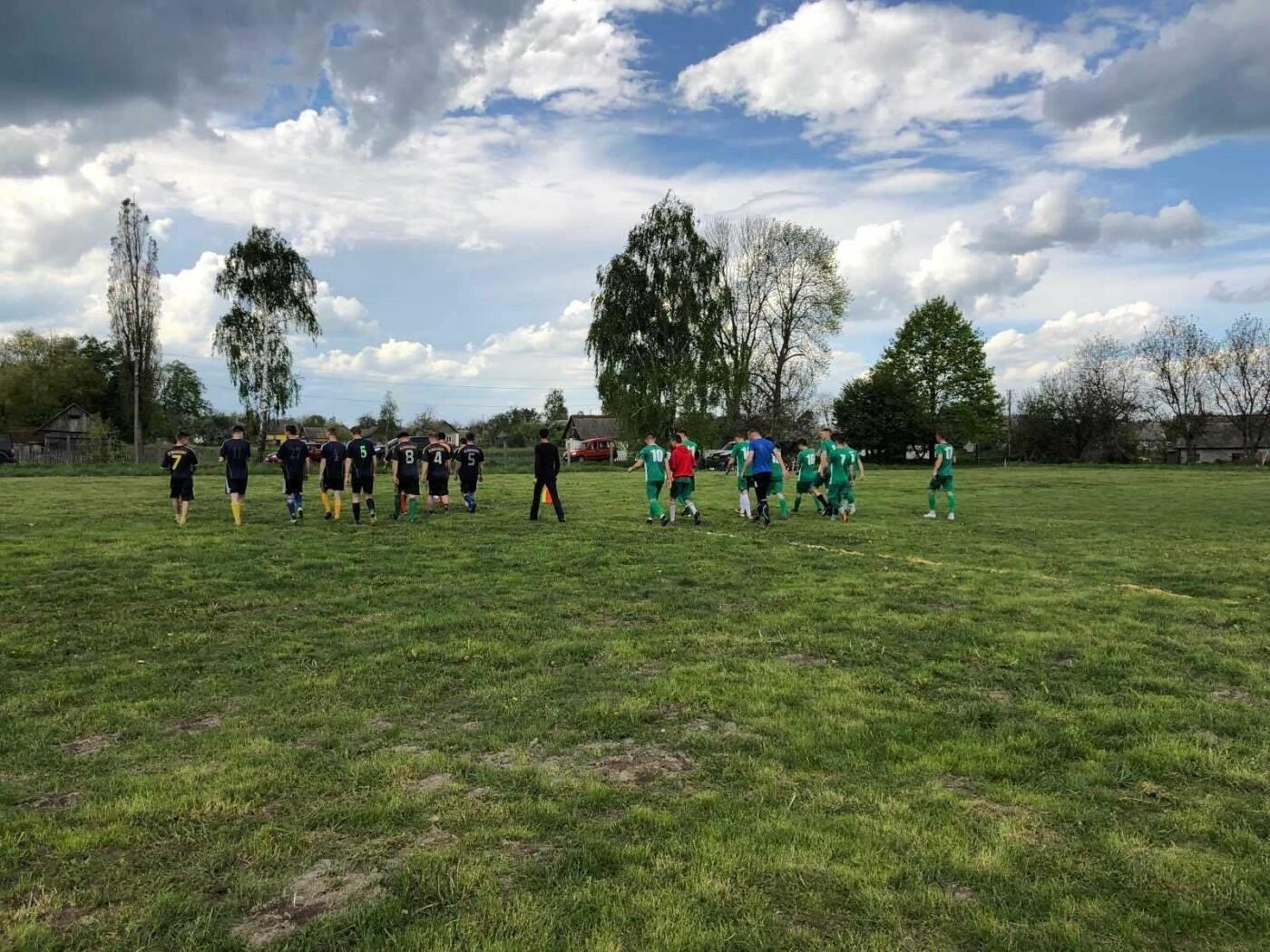 На Новоград-Волинщині відбувся відкритий матч чемпіонату району з футболу, фото-2