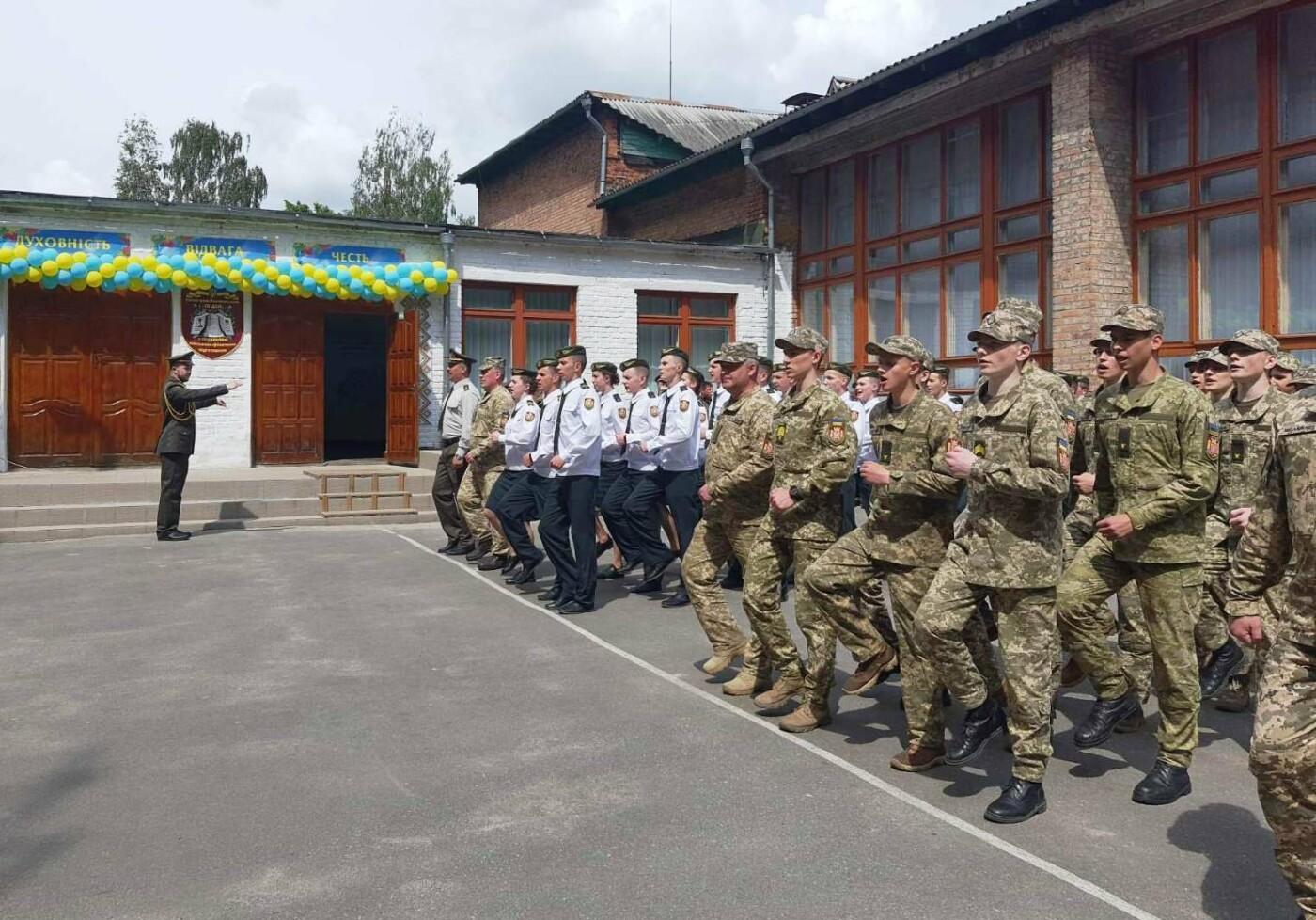 Свято останнього дзвоника відбулося у Новоград-Волинському ліцеї з посиленою військово-фізичною підготовкою, фото-2