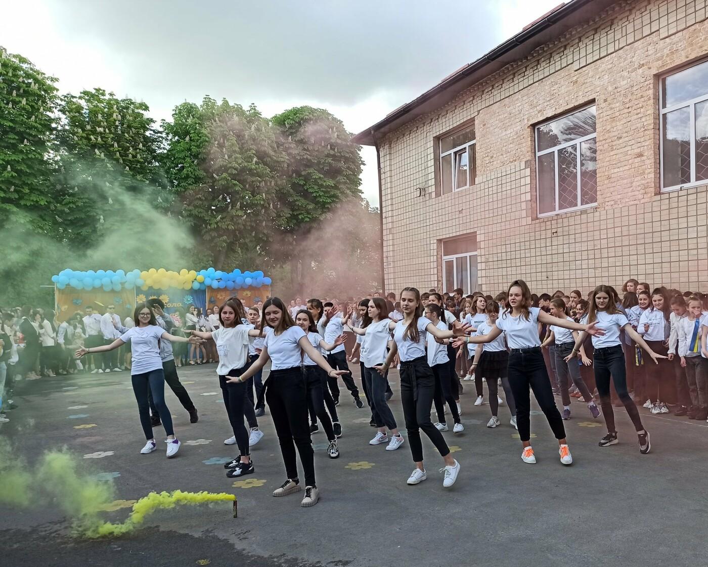 Останній дзвоник пролунав у школі №2 Новограда-Волинського для учнів 5-11 класів, фото-4