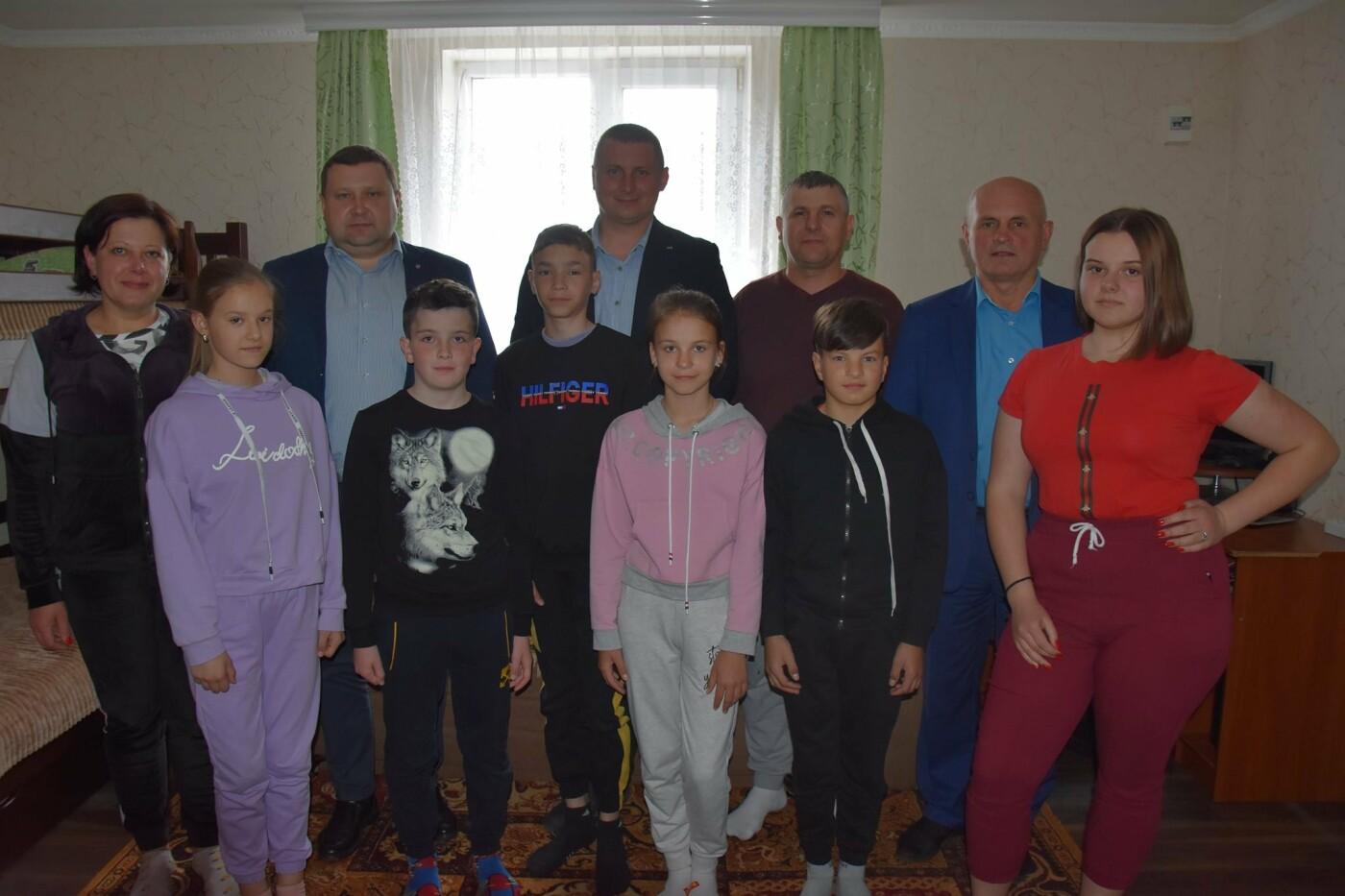 На Новоград-Волинщині привітали вихованців дитячих будинків сімейного типу, фото-6
